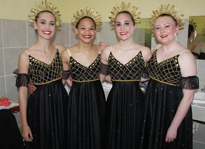 St. Mary's Primêr in Rosemoor neem deel in dansvertoning