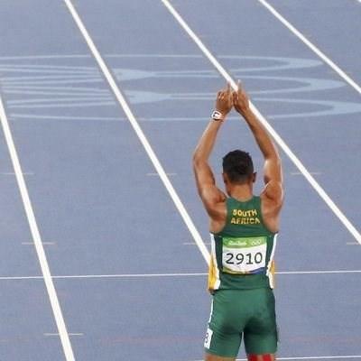 Bruised knee delays Van Niekerk's comeback