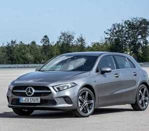 Mercedes-Benz plugs A-Class and B-Class in