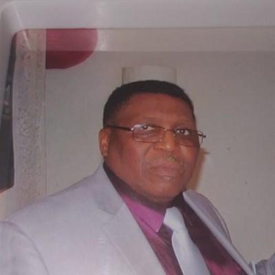 Pacaltsdorp groet geliefde inwoner en pastoor