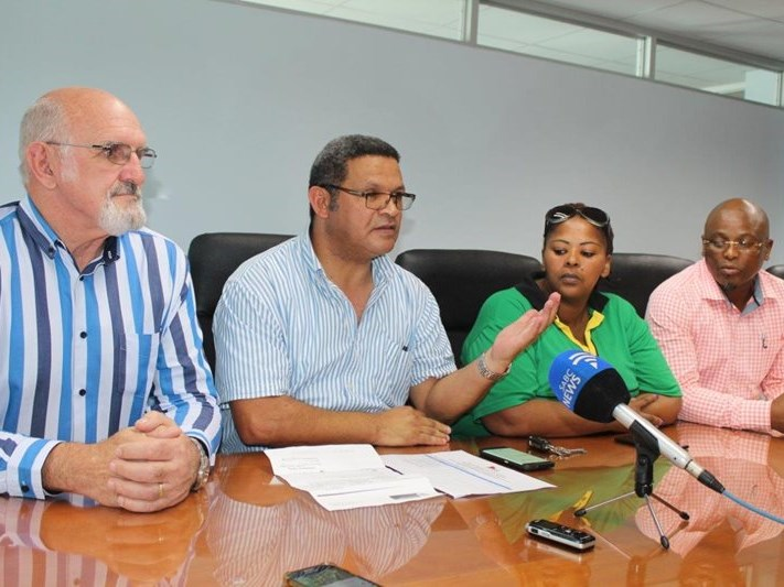Opposition parties want mayor suspended