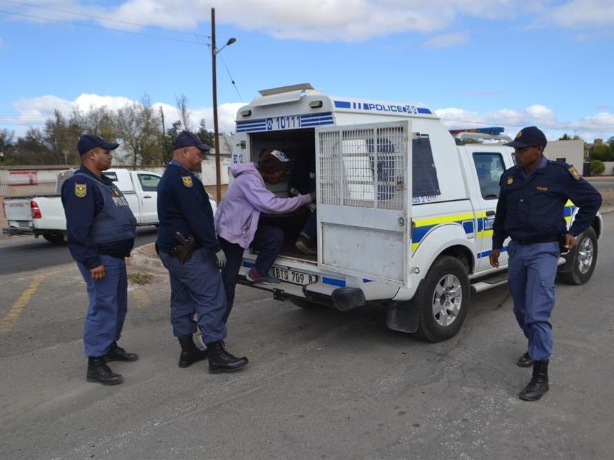 8 gearresteer vir intimidasie
