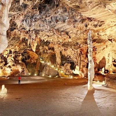 Kango-grotte sluit tydelik