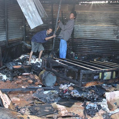 Paartjie se huis brand af