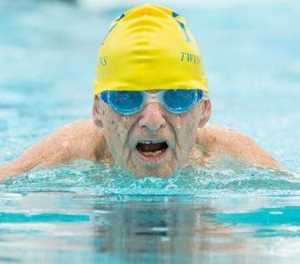 99-Year-old swimmer breaks world record