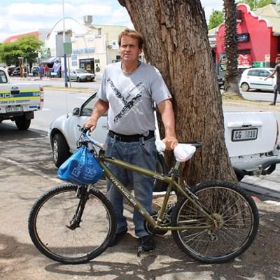 Man deurkruis Suid Afrika met fiets