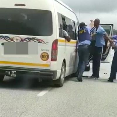 Wilderness: Taxibestuurder loop sy rieme styf