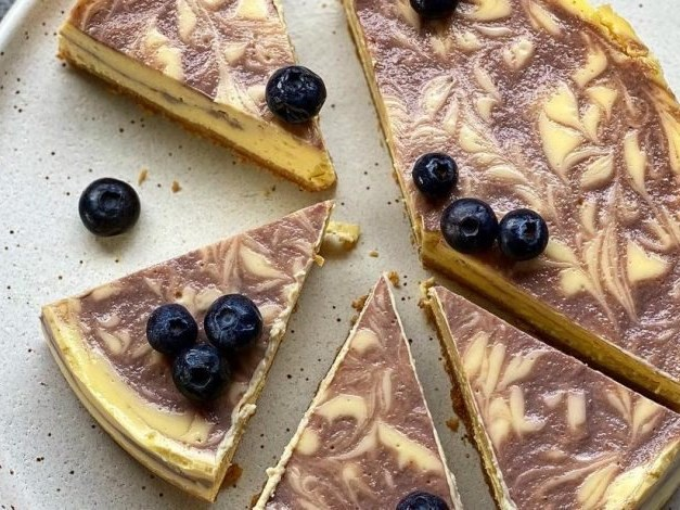 Blueberry ripple baked cheesecake