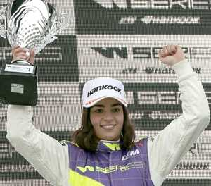 Jamie Chadwick moves step closer to F1 drive by joining Williams academy