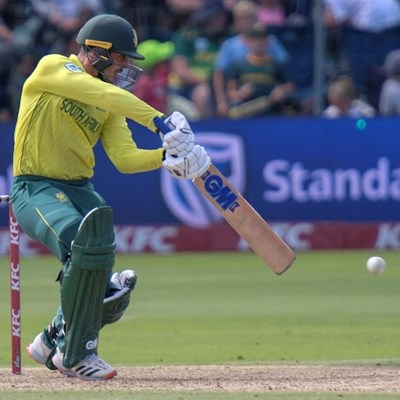 South Africa's bowlers hold nerve to level Australia T20 series