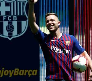 Barcelona midfielder Arthur to join Juventus for 72 million euros