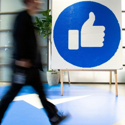 News Corp strikes content deal with Facebook in Australia
