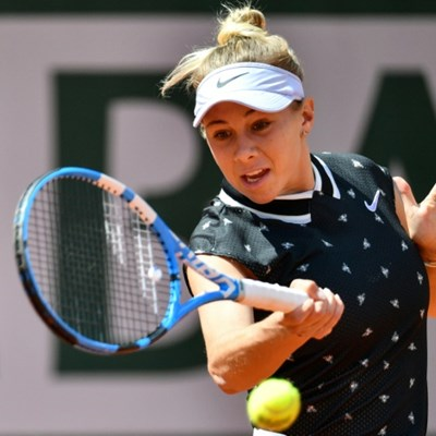 Teenager Anisimova stuns Halep to set up Barty semi-final