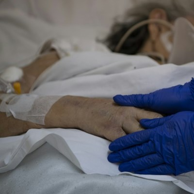 Chile hospitals ensure patients do not die alone despite pandemic