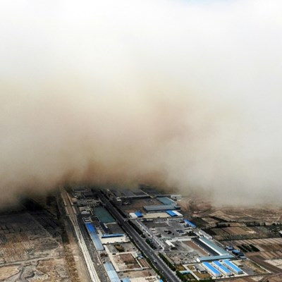 Wall of sand engulfs Chinese town