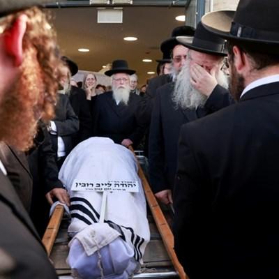 Israel to resume stampede funerals after Sabbath pause