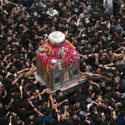 Thousands march in Pakistan Shiite procession as virus cases soar