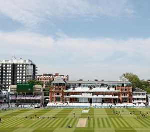 New Zealand bat against England in first Test as spectators return