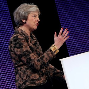 May wins business support for draft Brexit deal
