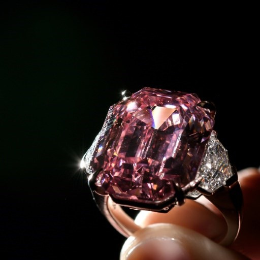 'Incomparable' pink diamond could smash record at Geneva auction