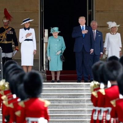 Queen greets Trump at Buckingham Palace ceremony