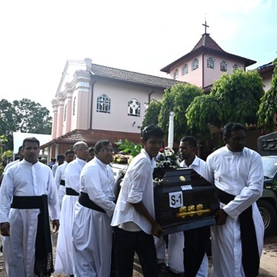 Sri Lanka falls silent for victims of attack