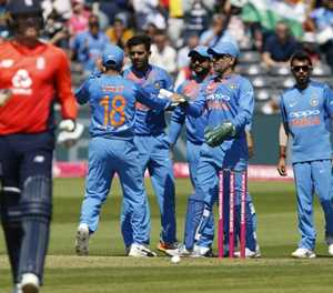 India hold charging England to 198 in T20