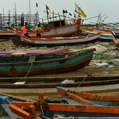 6 dead as powerful cyclone heads for India