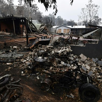 Australians urged to 'leave early' in face of new bushfire threat