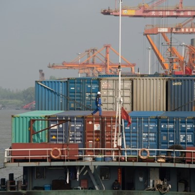 Global trade set to shrink 18.5 percent in Q2: WTO