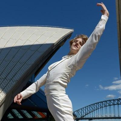 Star US dancer Hallberg to take over top Australian Ballet post
