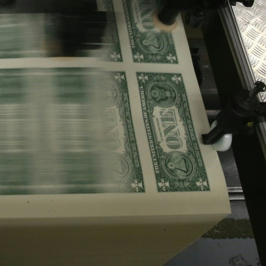 Dollar strengthens with bond yields, boosts Japanese exporters