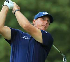 Mickelson almost misses tee time after hotel 'struck by lightning'