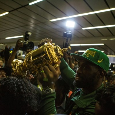 South Africans scream, sing and dance as Springbok heroes return