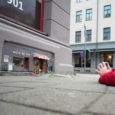 Tiny mouse-size art proves a hit in Sweden