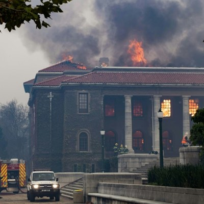 Cape Town fire guts library, moves closer to city