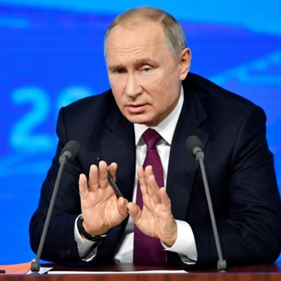 Putin pushes economic growth at annual press conference