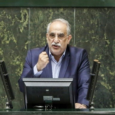 Impeached economy minister to head Iran oil firm