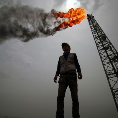 As prices fall, what are the threats to oil giant Iraq?