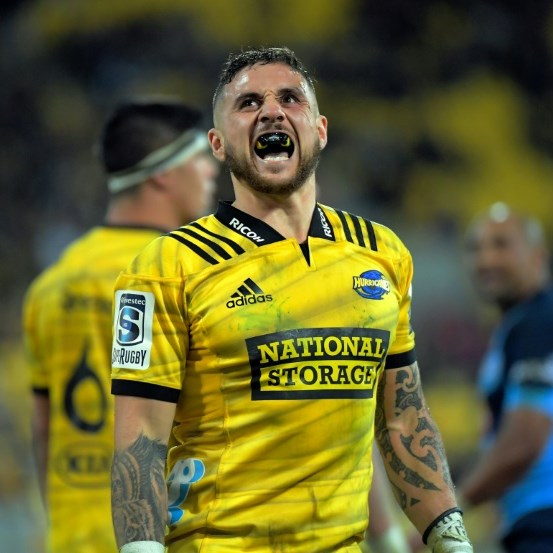 Hurricanes hold off Highlanders for 'massive' Super Rugby win