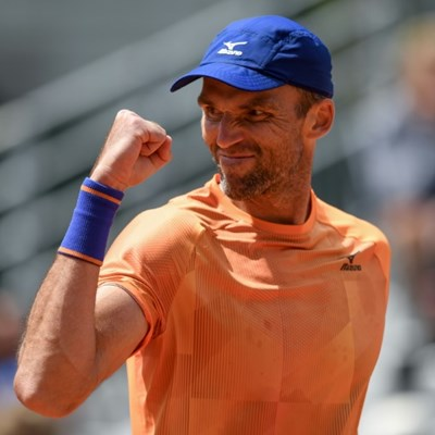 77 years young! Karlovic beats Lopez in Roland Garros' oldest match-up
