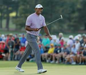 Molinari seizes Masters lead with Woods, Finau two back