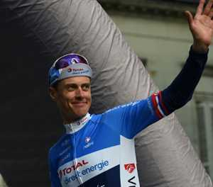 Dutch cyclist Terpstra air-lifted to hospital: report