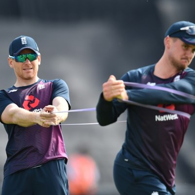 England launch World Cup bid against SA