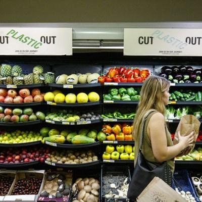 Going 'nude': UK supermarkets test plastic-free zones