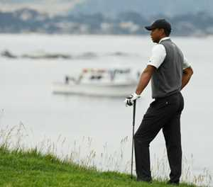 Woods 'fighting and hanging on' at US Open