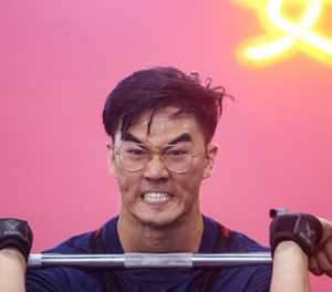 China's amateur weightlifters fight 'short, fat' stigma