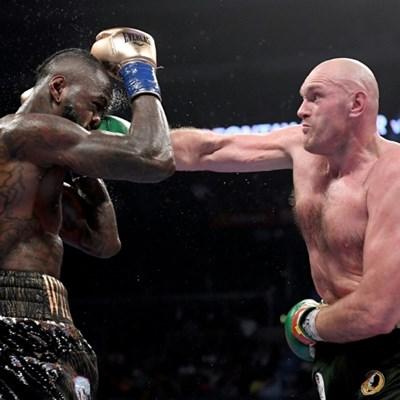 Wilder, Fury battle to draw in heavyweight thriller