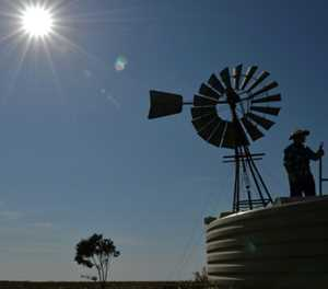 Drought slashes Australian crop output to record low