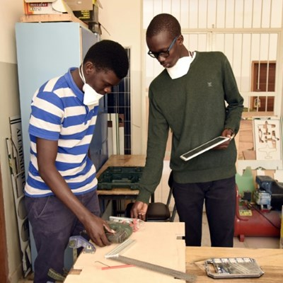 Senegal engineering students fight virus with inventions
